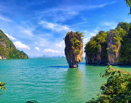【クラビ発】パンガー湾ツアー ロングテールボートで行くジェームスボンド島<昼食付き/日本語ガイド/1日/ホテル送迎>