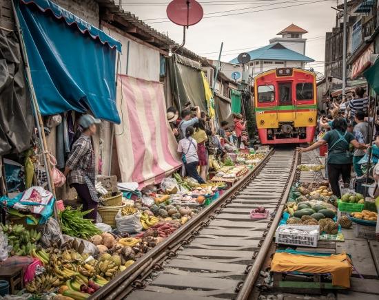 【次回の催行をお楽しみに♪】メークロン線路市場 列車乗車体験付き<午前/日本語ガイド/半日>