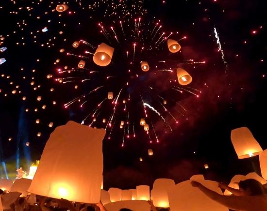【2021年11月19日・20日限定】コムローイ祭り(イーペン祭り)1泊2日<夕食付き/日本語ガイド付き/バンコクからの航空券手配も可能>