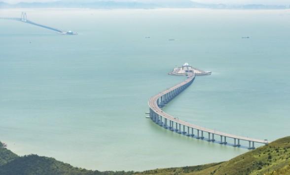 香港とマカオ間の港珠澳大橋を移動する港珠澳大橋シャトルバス<乗車Eチケット/選べる時間帯>