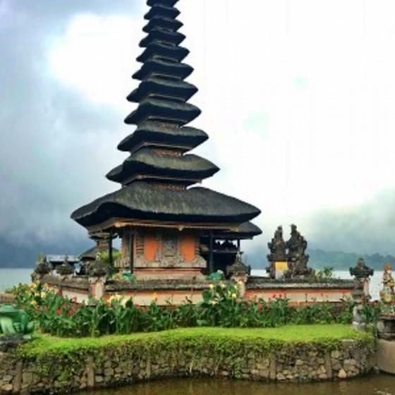 ウヌンダヌンブラタン寺院