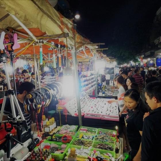 ハノイ旧市街・ナイトマーケット散策&水上人形劇鑑賞