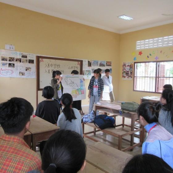 山本日本語学校での生徒間交流
