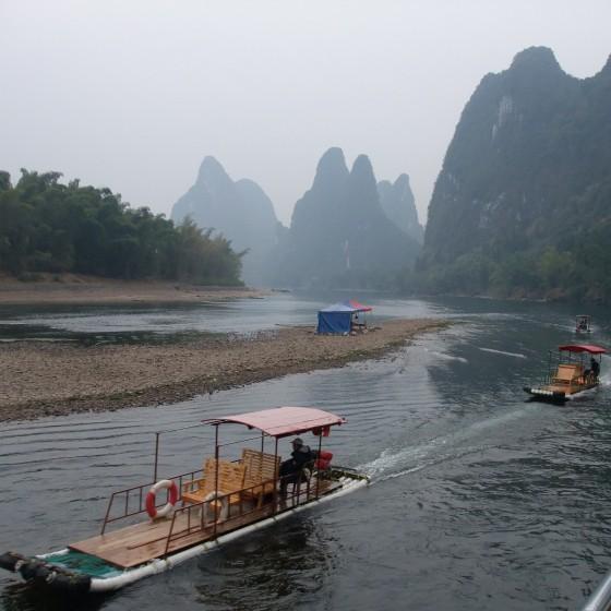 桂林漓江下り いかだ船 イメージ