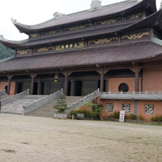 東南アジア一巨大仏教寺「バイディン寺」