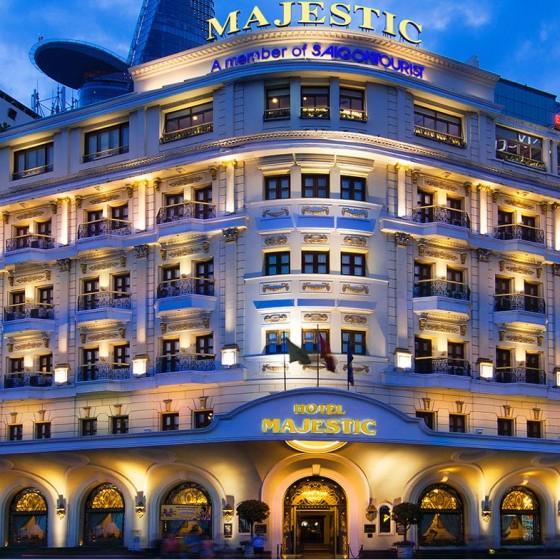 オープントップバスナイトツアー マジェスティックホテル