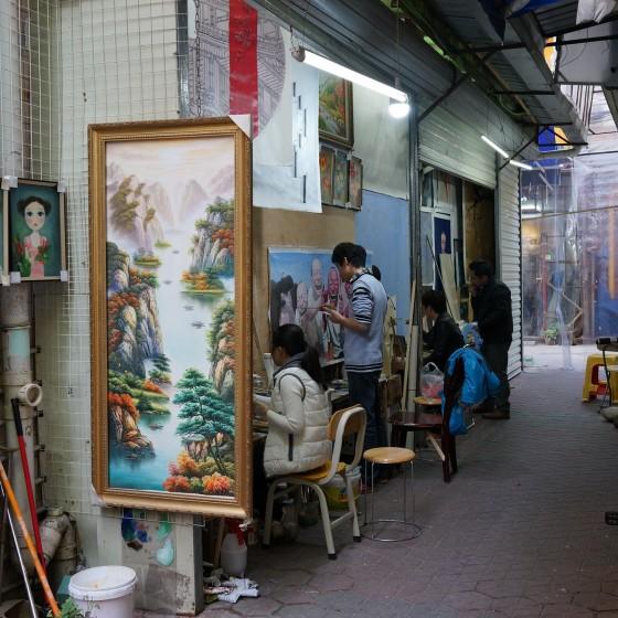世界最大界規模の芸術村 大芬(ダーファン)油画村の一角 ~ 裏通りで絵画を複製するアーティストたち