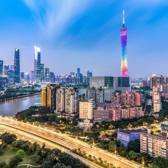 広州 街並み 広州タワーとビル群 イメージ