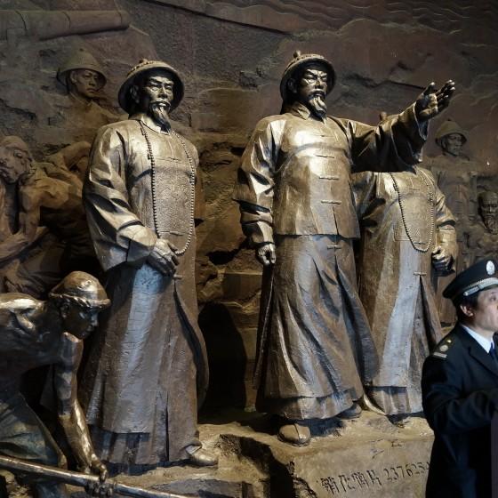 虎門アヘン戦争博物館(林則徐記念館) アヘン棄却を指示する林則徐の像