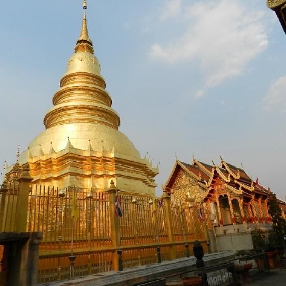 ハリプンチャイ寺院