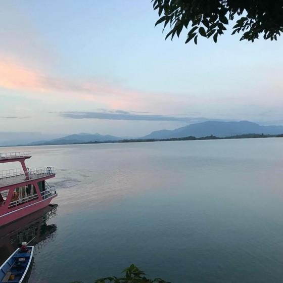 ナムグム湖