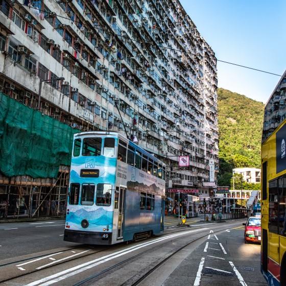 観光イメージ:香港島の街と2階建てトラム