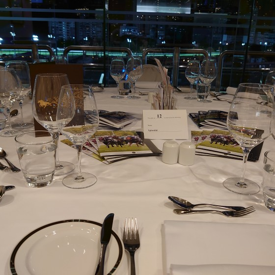 香港 ハッピーバレー競馬場 食卓 イメージ