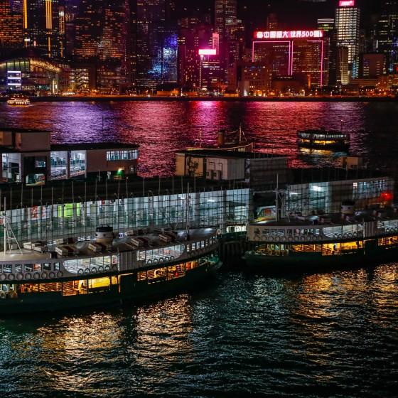 香港 夜のビクトリアハーバーとスターフェリー イメージ