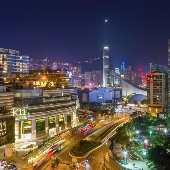 香港 九龍側から臨む香港島の夜景とサリスベリーロード周辺の景色