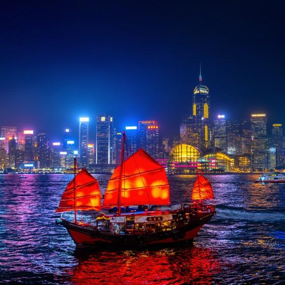 香港 アクアルナとビクトリアハーバーの夜景 イメージ