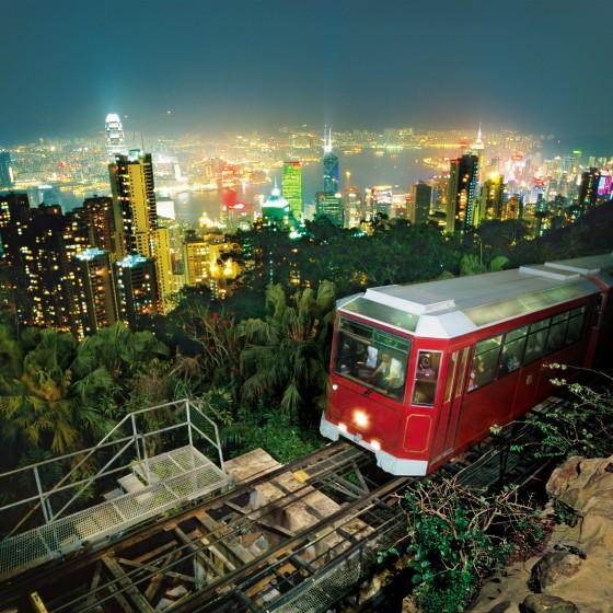 香港 ビクトリアピークからの 眺め とピークトラム イメージ
