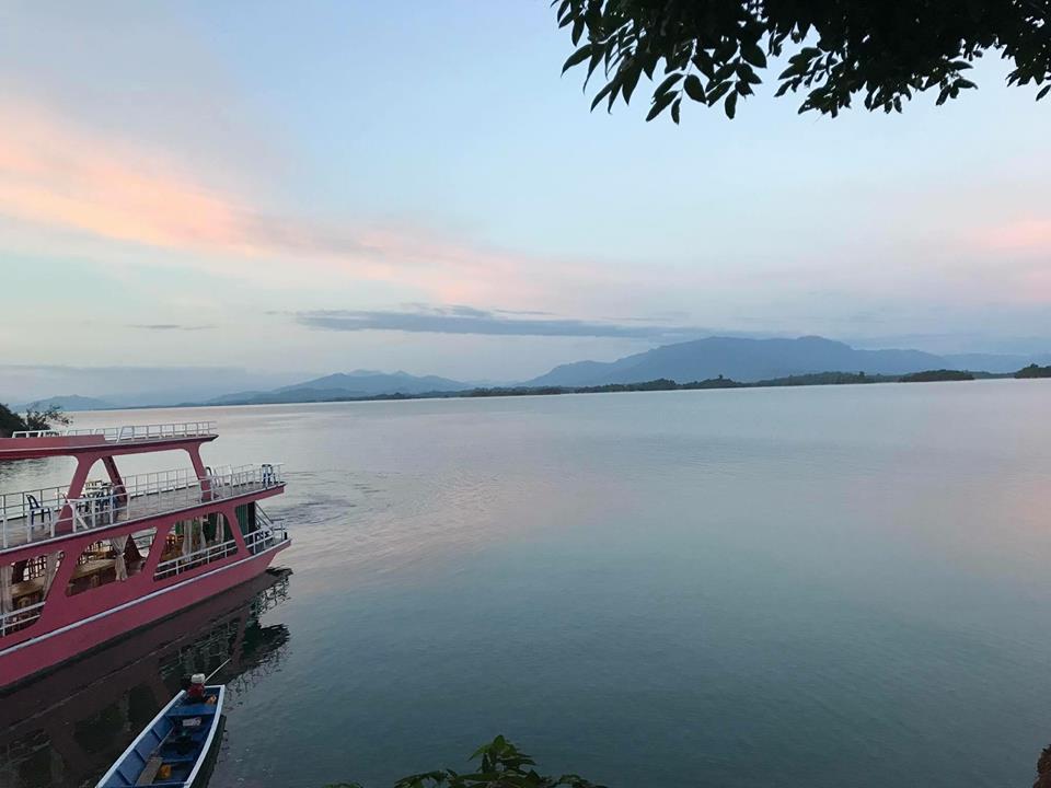 ナムグム湖到着