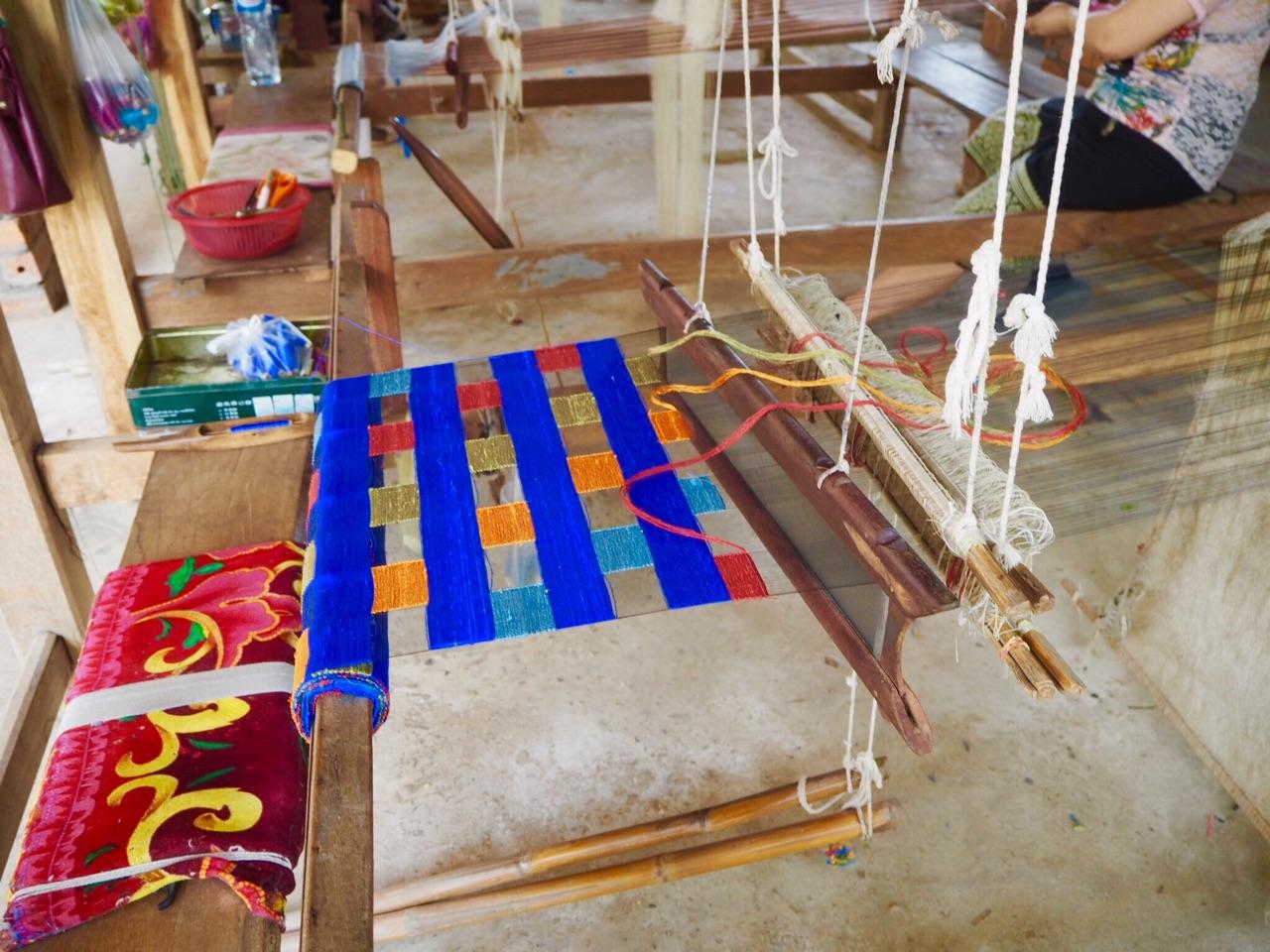 ルアンパバン対岸の村、焼き物の村、織物の村、未開発の村 見学
