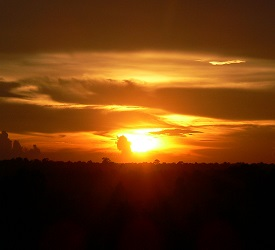 バケン山の遺跡からの夕日鑑賞にご案内