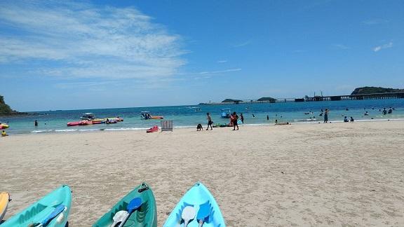 ナングラムビーチ到着、お弁当をお配りしますのでビーチでお召し上がり下さい