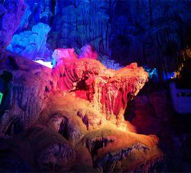 桂林の名所の一つ・鍾乳洞「蘆笛岩」へご案内