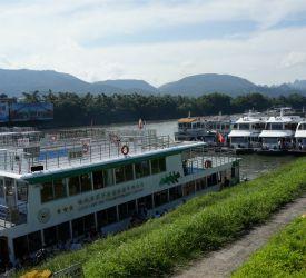 漓江下りの船着き場へ向け 出発