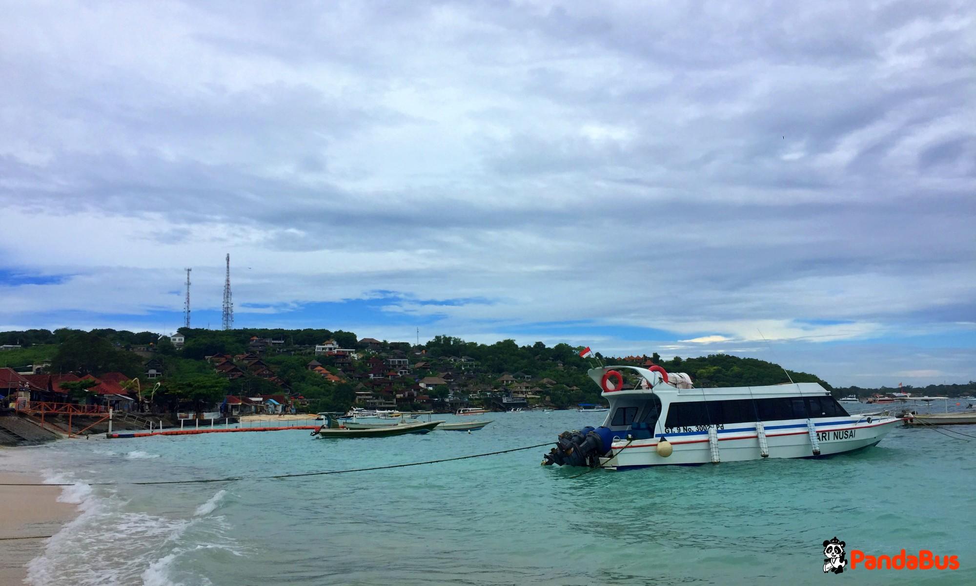 サヌール地区よりスピードボートに乗ってヌサペニダ島へ(約45分)