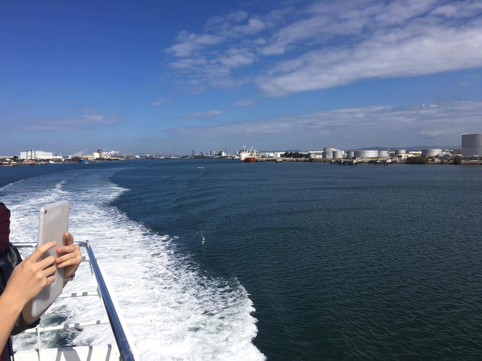 ブリスベン港出航