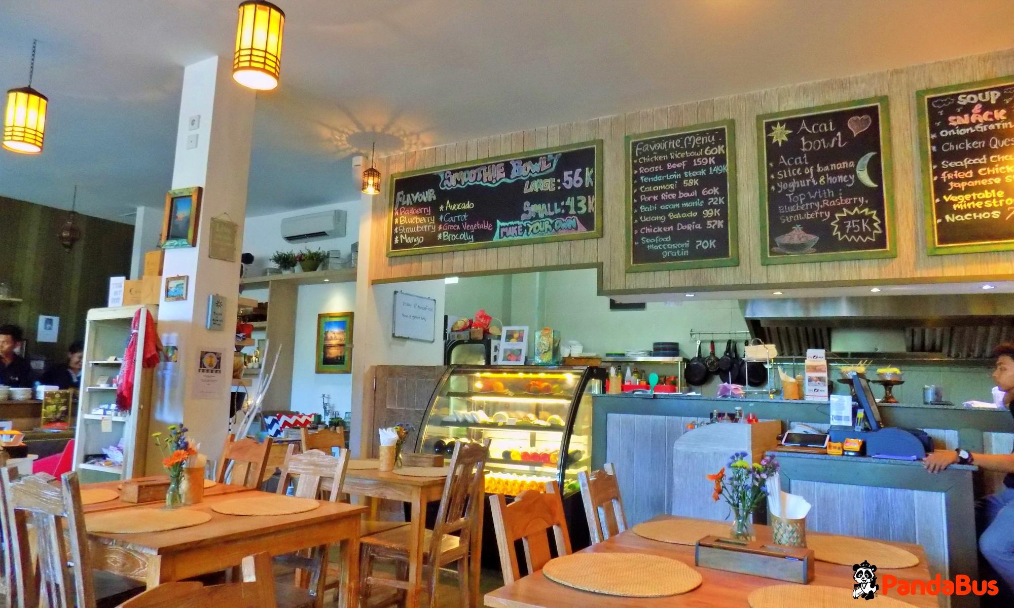 「カフェムーンライト」にてアフタヌーンティ 現地にてパンケーキとスムージーをそれぞれお選びください。