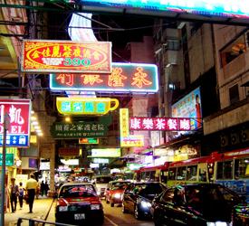香港名物ネオンの看板とのベストショットを!