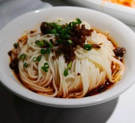 「巴蜀風月」にて、四川料理の昼食