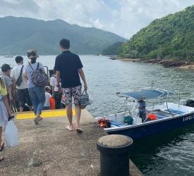 井頭村到着 船乗り場へ移動後、ボートにて浮島へ