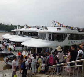 漓江下りの船着き場・竹江埠頭へ向け 出発