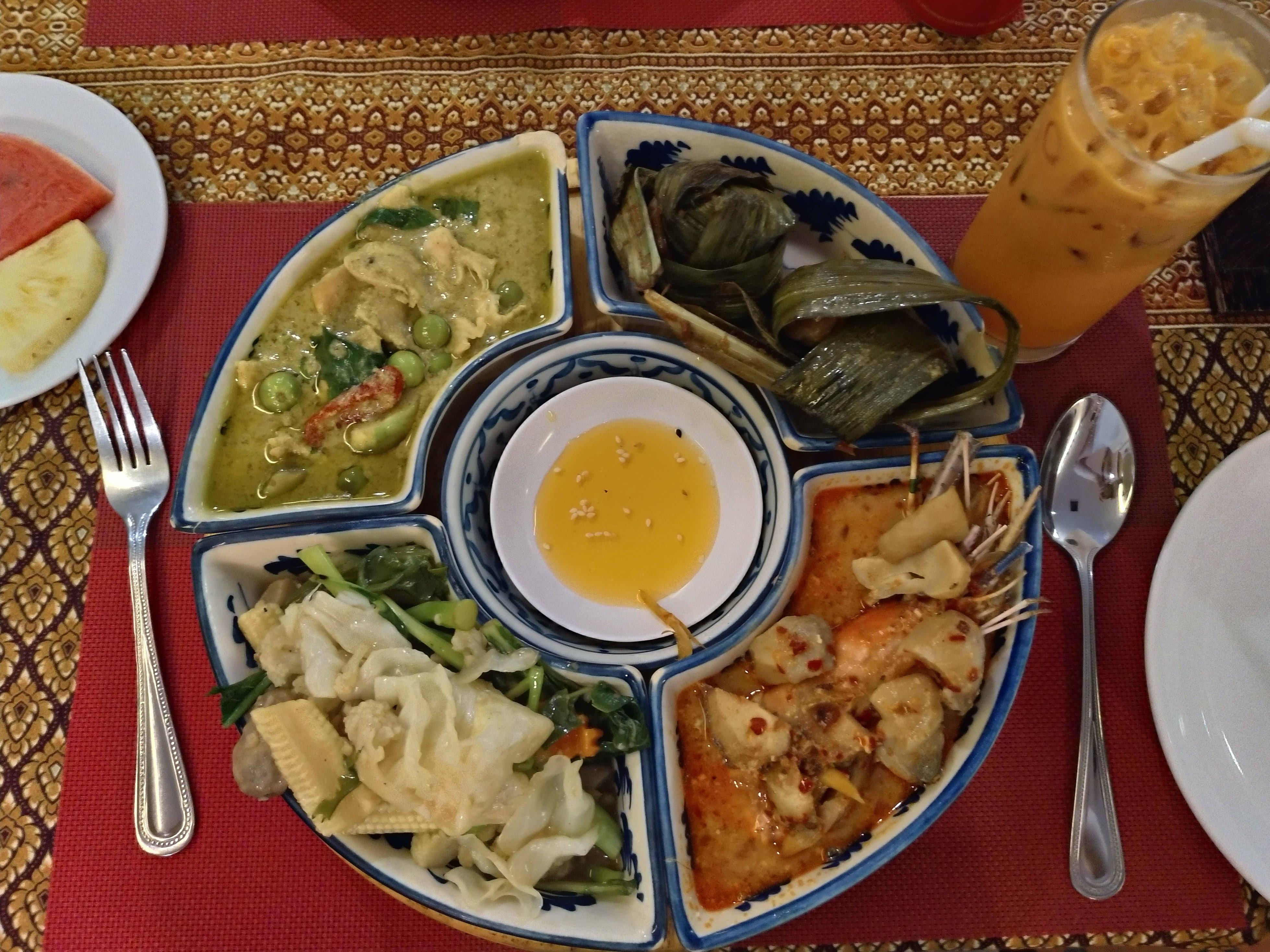 タイセット料理の昼食