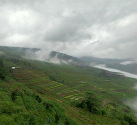 車窓より世界自然遺産・中国南方カルストの景観をお楽しみください