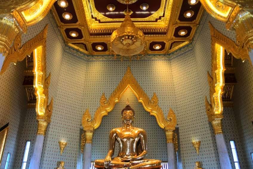 黄金の仏像は一見の価値あり「ワットトライミット(黄金仏寺院)」