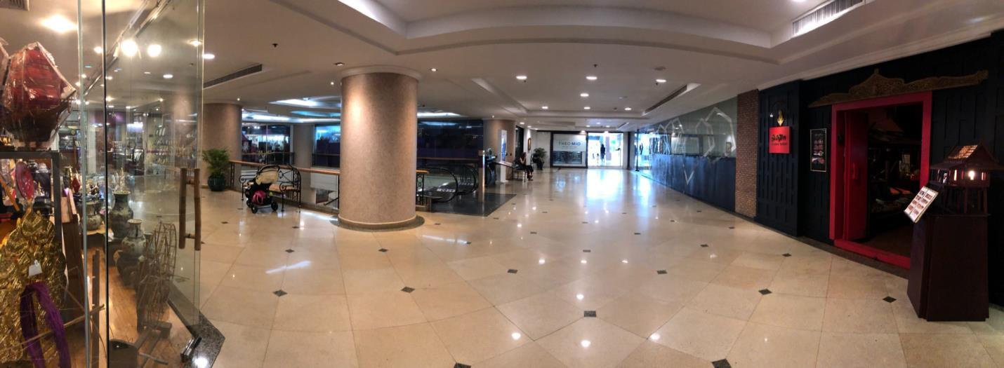 インターコンチネンタルホテル隣接、プレジデントタワー1階地下行きエスカレーター前へご集合