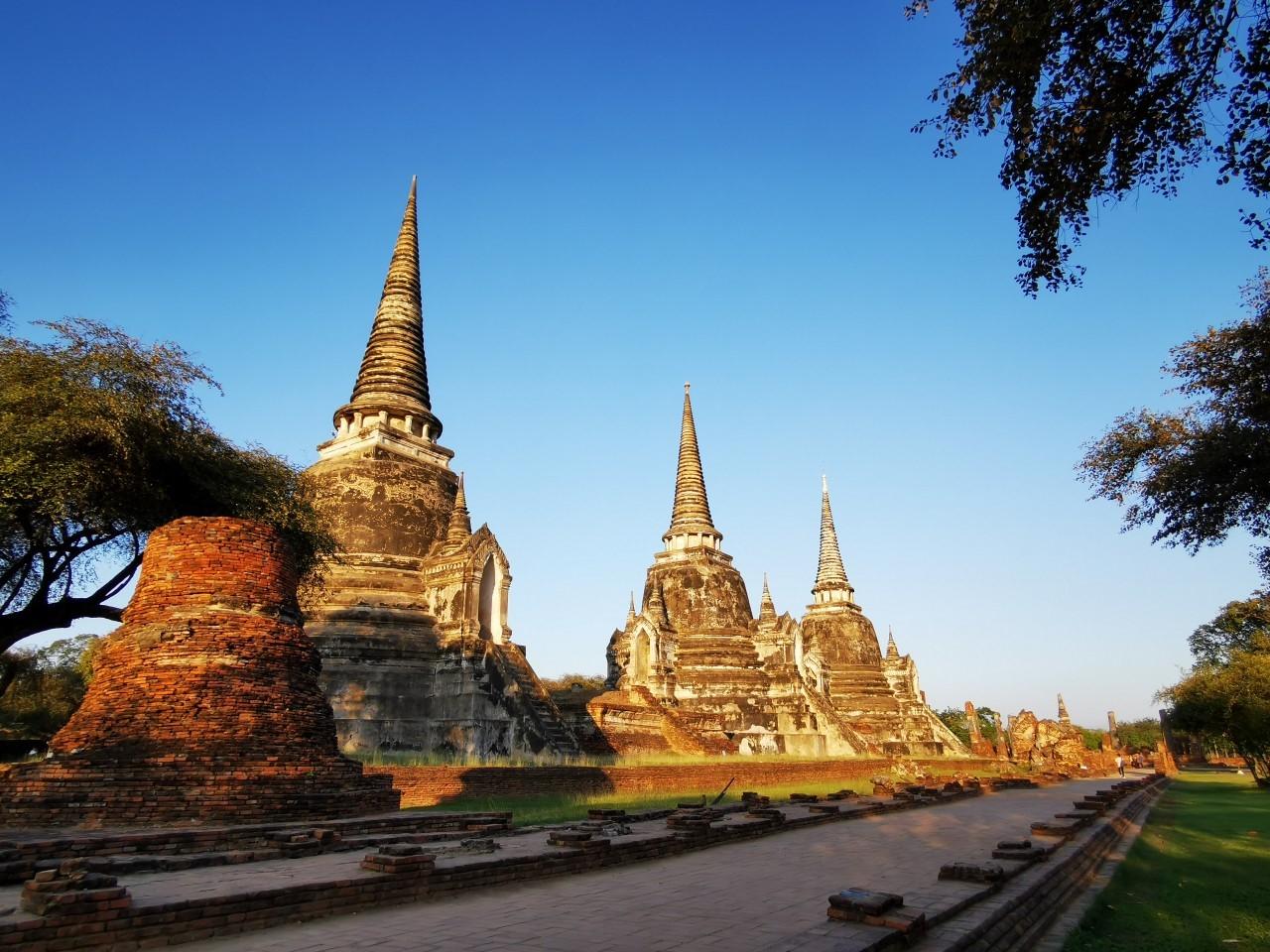 クメール様式の美しい寺院「ワットチャイワッタナラーム」