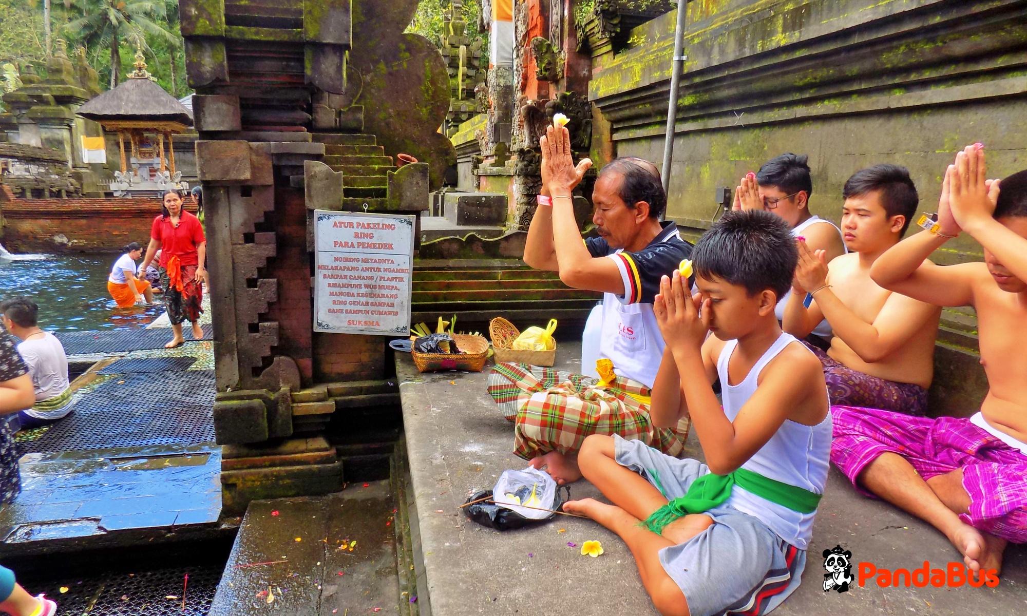 世界遺産『バトゥール寺院』にてお祈り体験 (約30分)