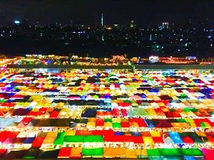 タラートロットファイラチャダー(鉄道市場)の写真スポットへご案内後、解散 MRTのタイ文化センター駅(Thailand Cultural Centre駅)をご利用いただけます