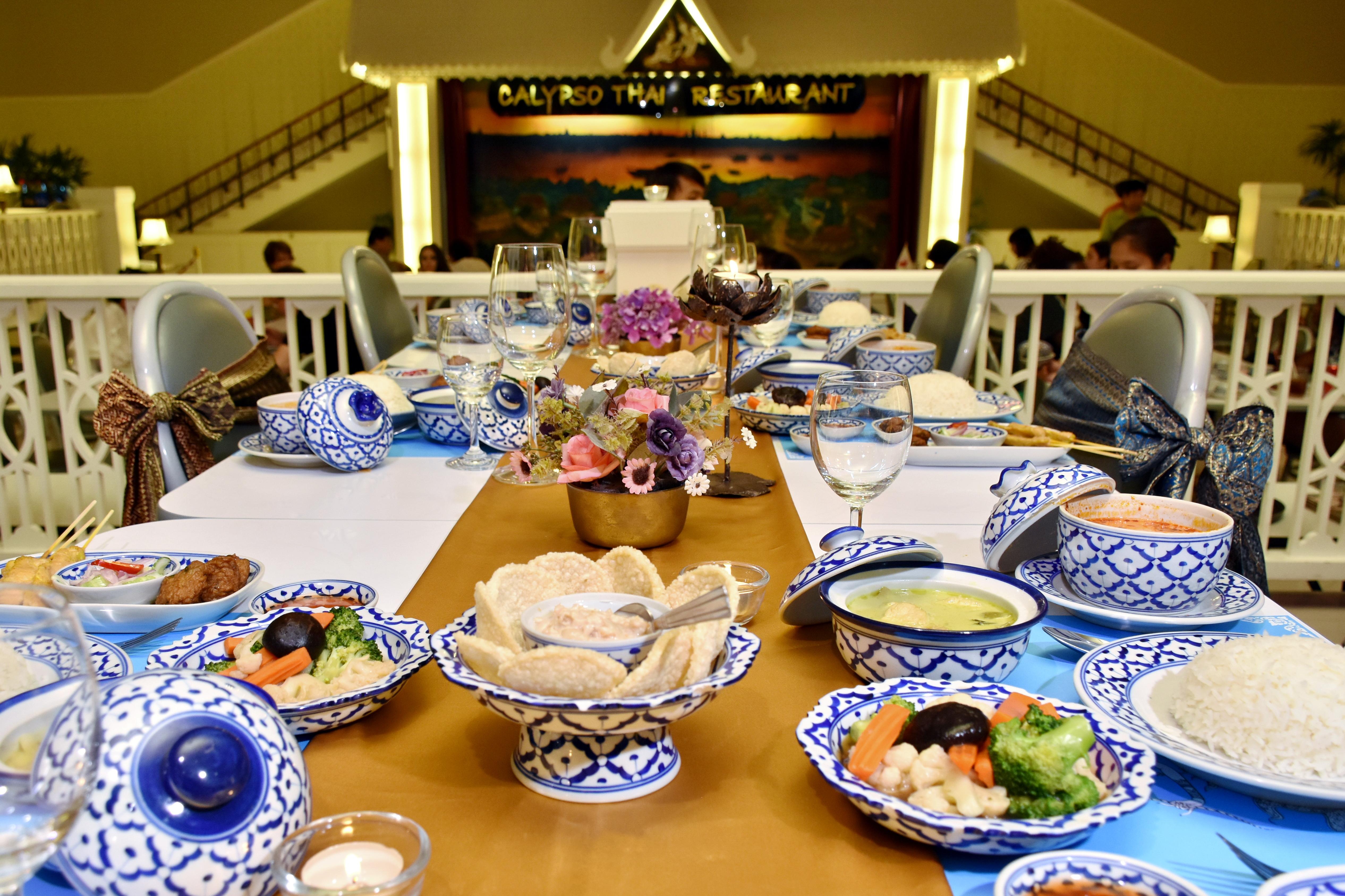 カリプソシアターで古典舞踊を見ながら、タイ料理をご賞味下さい