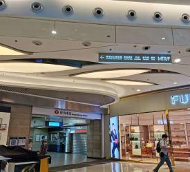 MTR旺角東(モンコックイースト)駅D出口で集合・出発