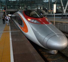 高速鉄道【G6501】にご乗車になり、香港西九龍駅へ向けて出発
