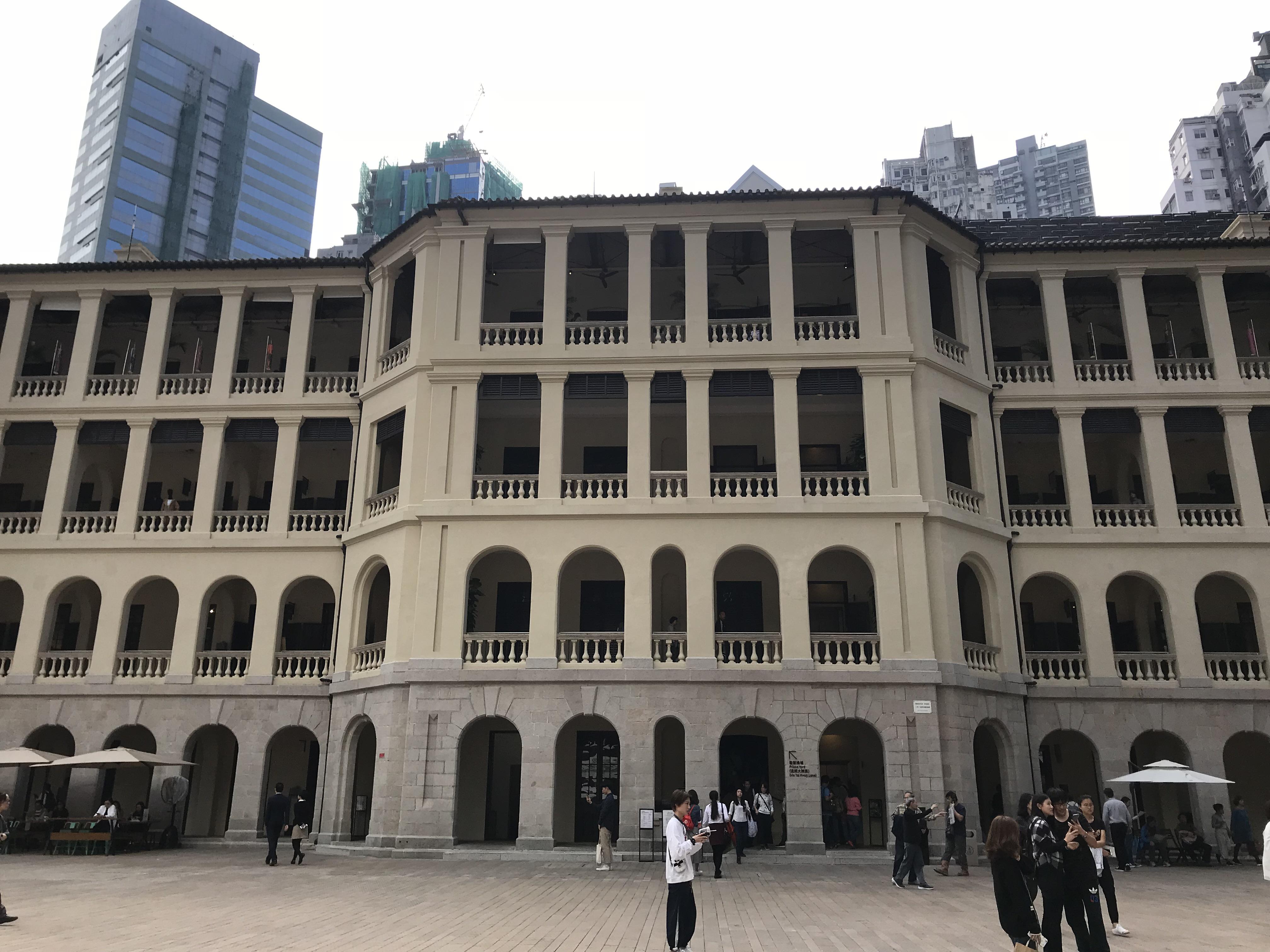 歴史ある建物そのままにアートの発信基地へと変貌を遂げた、大館を見学