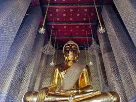 バンコク最大級の黄金座仏象が安置される「ワットカンラヤーナミット」