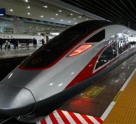 高速鉄道【D1826】にご乗車になり、桂林西駅へ向けて出発