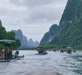 いかだ船に乗って、漓江下りのハイライト観光