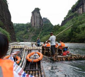 武夷山景観区 到着  まずは「九曲渓のいかだ下り」をお楽しみください