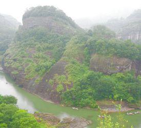 「天游峰」から見下ろす九曲渓の絶景をお楽しみください